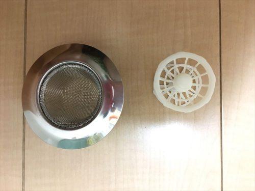 トステム標準のフィルターと網目の細かい排水溝の比較になります。