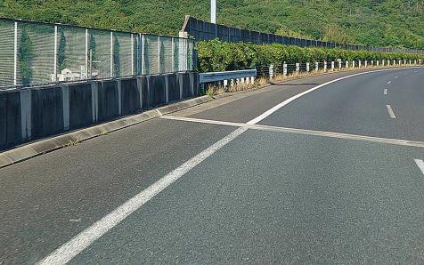 高速道路の路側帯